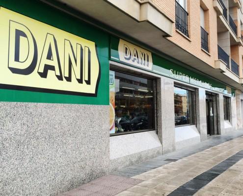 Fachada Supermercados Dani Guadix